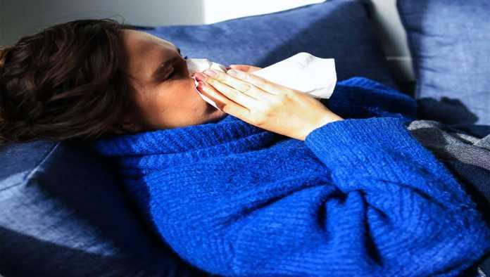 Persona con resfriado común