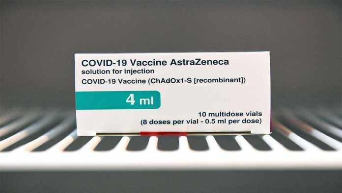 Caja con vacuna de AstraZeneca