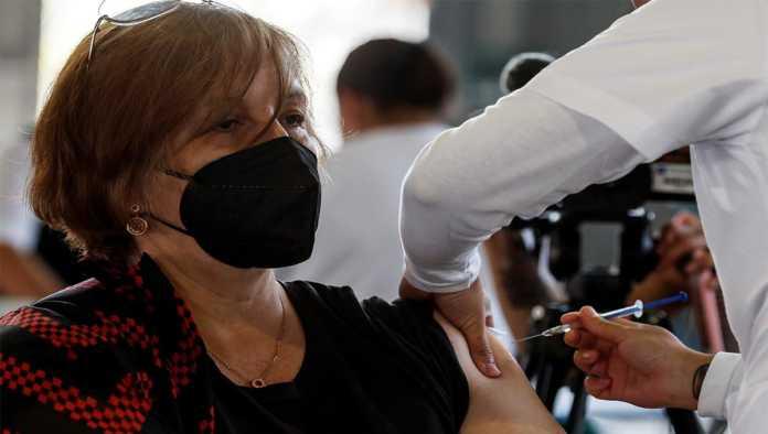 Aplican dosis de vacuna contra Covid-19