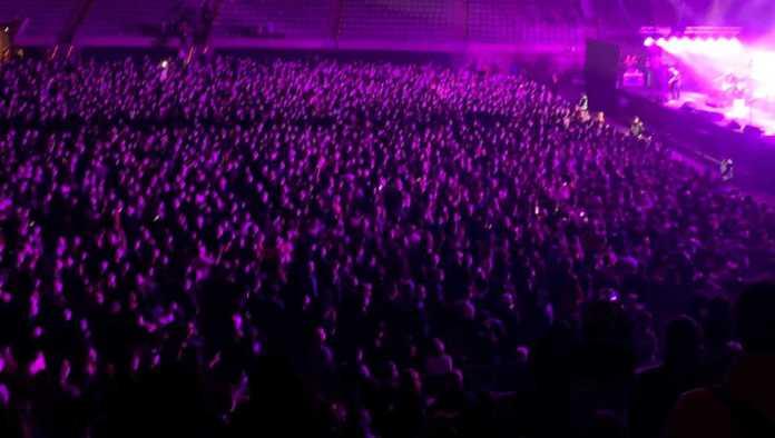 Asistente a concierto masivo en Barcelona, habría dado positivo a Covid-19