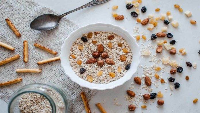 Plato de avena con granola