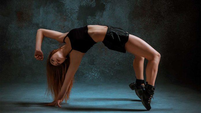 Mujer practicando twerking