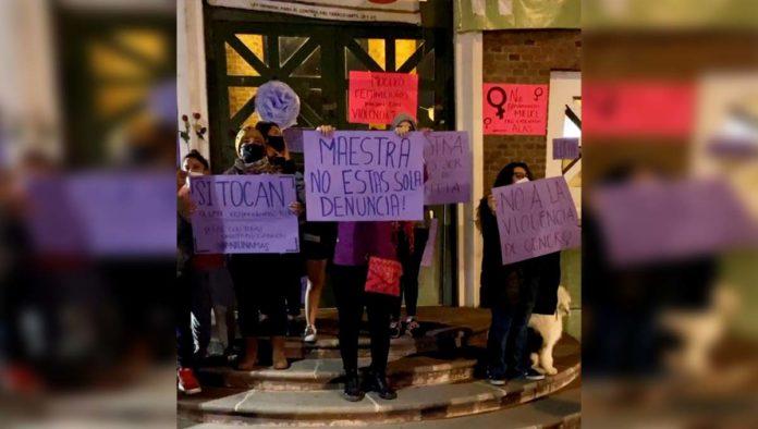 Protesta por agresión a maestra de la UAEMex