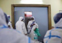 Médicos que combaten la pandemia
