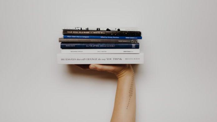 Mujeres escritoras en el Día Internacional del Libro