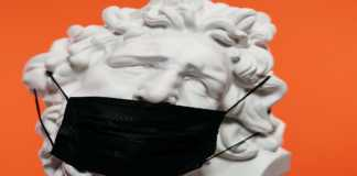 Escultura con cubrebocas
