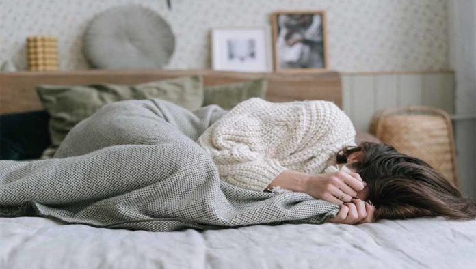 Una mujer con problemas de sueño
