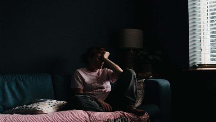 Mujer en aislamiento