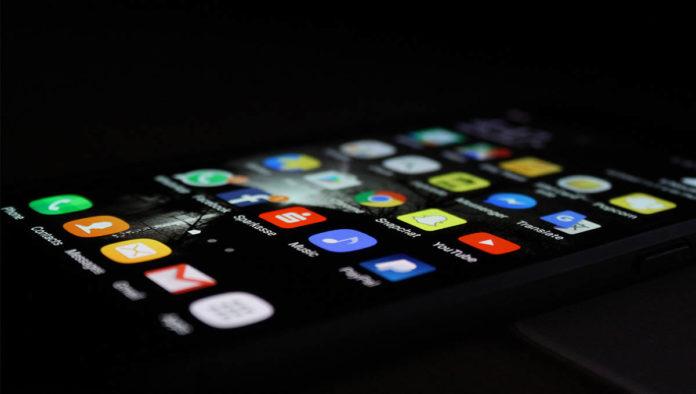 Móvil con apps de cita como Bumble