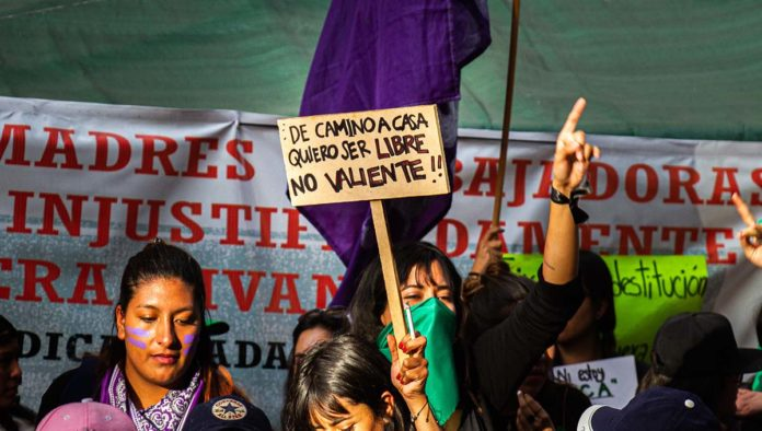 Marcha de simpatizantes del feminismo radical