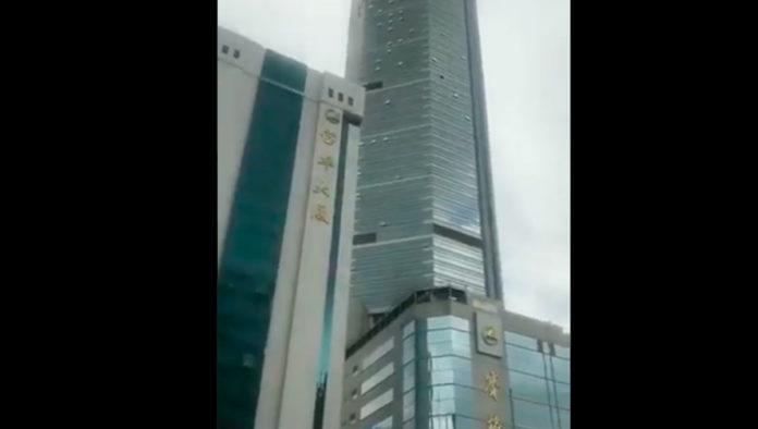 Desalojan rascacielos en China por tambaleo sin razón aparente