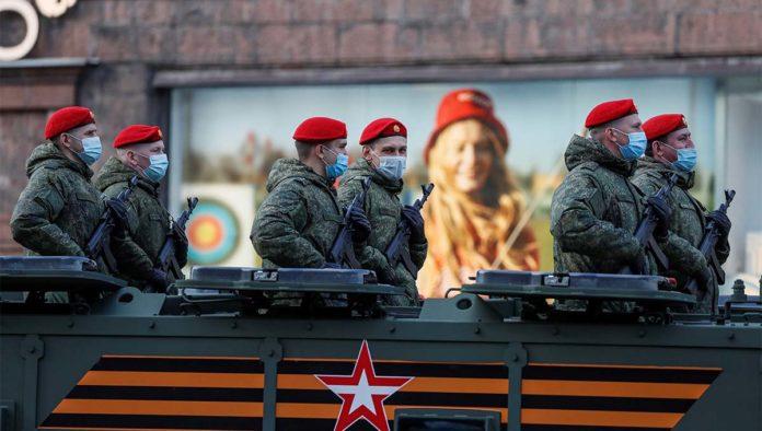 Ejército practica para el Día de la Victoria