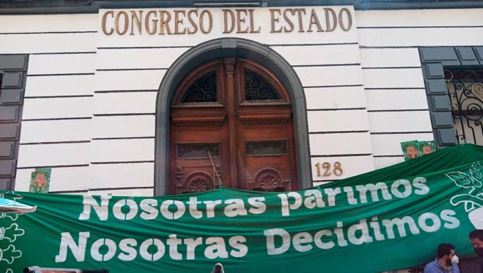 Turnan a comisiones dictamen para despenalizar aborto en Puebla