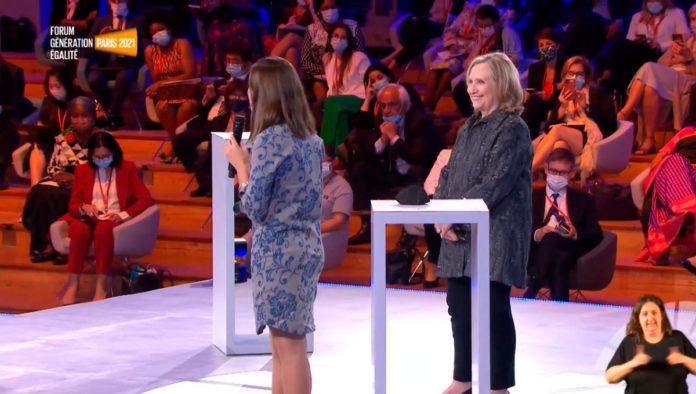 Las mujeres tenemos que reclamar el poder, porque los derechos sin poder no llegan: Hillary Clinton