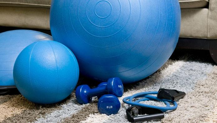 Tres accesorios de entrenamiento perfectos para hacer ejercicio en casa