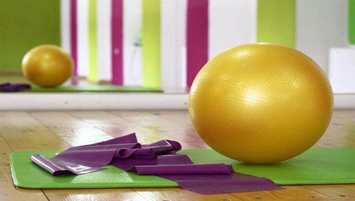 Bola para hacer ejercicios posparto