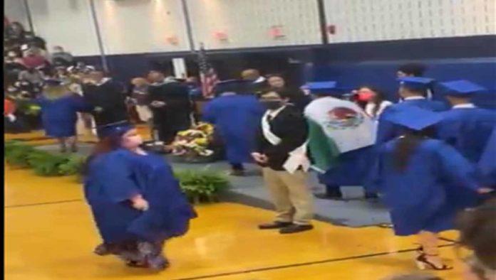Estudiante con bandera de México