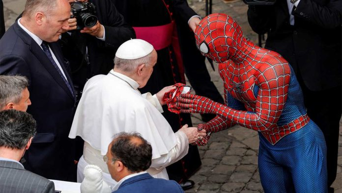 Papa Francisco y Spiderman