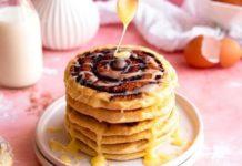 Prepárate hot cakes sabor roles de canela y desayuna como reina