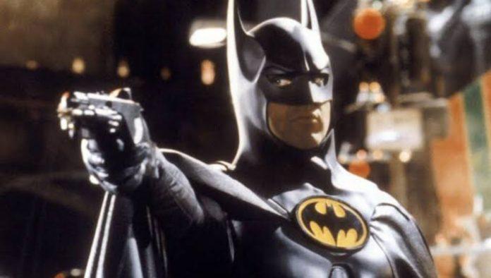 """El ensangrentado traje de Batman de Michael Keaton es la primera imagen de """"The Flash"""""""