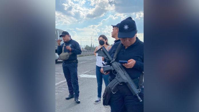 Detienen a dos policías de Puebla por retener a Estefanía Veloz