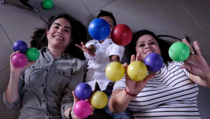 Primera pareja en concluir adopción homoparental en Jalisco