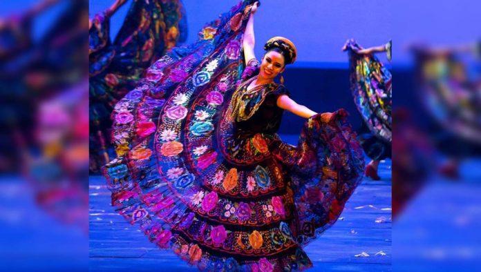 Bailarina del Ballet Folklórico de Amalia Hernández