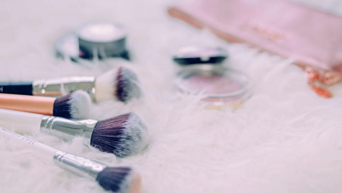 Cinco tips para que tu base de maquillaje dure más tiempo