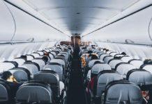 Pasillo de avión con destino a EU