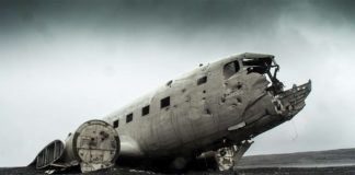 Un avión destrozado