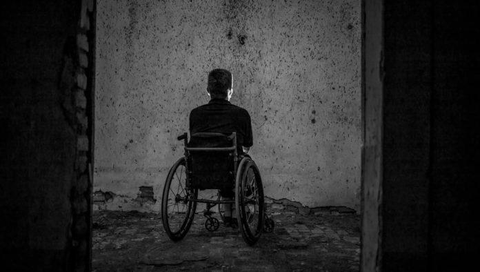Más del 40% de personas refugiadas y migrantes con discapacidad enfrentan riesgos y discriminación al desplazarse: ACNUR