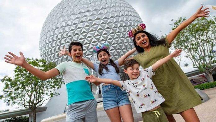 Familia en un parque de Disney