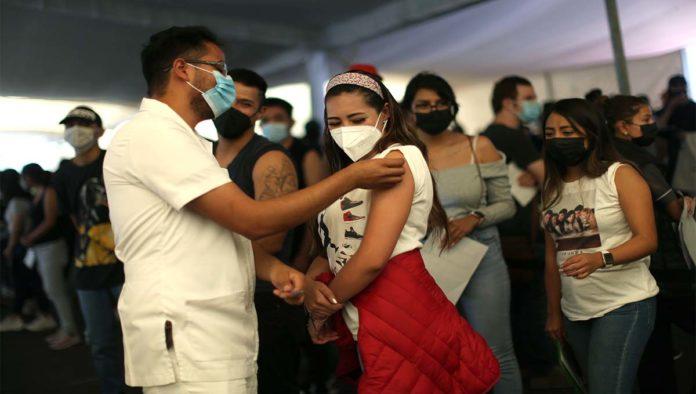 Vacunación jóvenes en CDMX