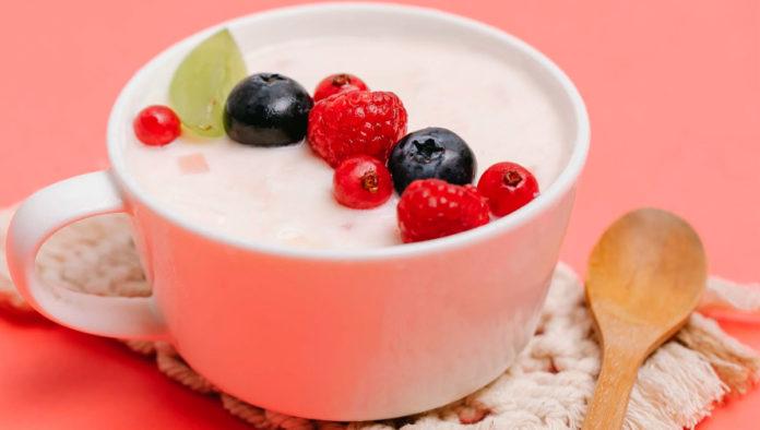 ¿Buscas una alternativa a los lácteos? Prepara este delicioso yogur de tofu