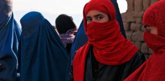 Talibanes prometen amnistía para mujeres y las invitan a unirse al gobierno