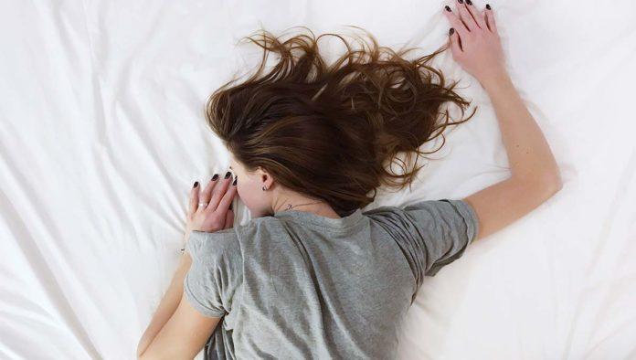 Mujer con cansancio excesivo
