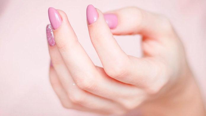 Tips para que el esmalte de tus uñas se seque más rápido