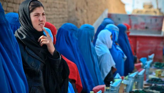 Para proteger sus derechos, mujeres afganas se valen de la sharía, la ley islámica