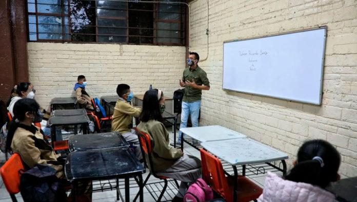 Aulas medio vacías y estudiantes felices: así fue el regreso a clases presenciales