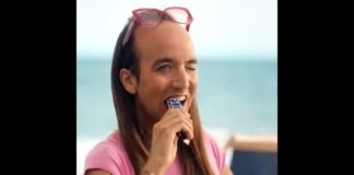 Aless Gibaja en comercial de Snickers