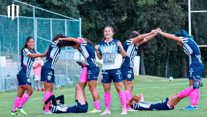 Desirée Monsiváis se convierte en la primera futbolista en anotar 100 goles en la Liga MX Femenil