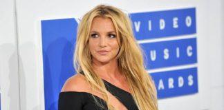 """Britney Spears """"estalló en lágrimas"""" al saber sobre la suspensión de su padre"""