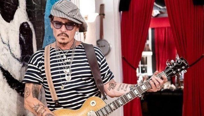 Johnny Depp listo para interpretar al Capitán Jack Sparrow en fiestas infantiles