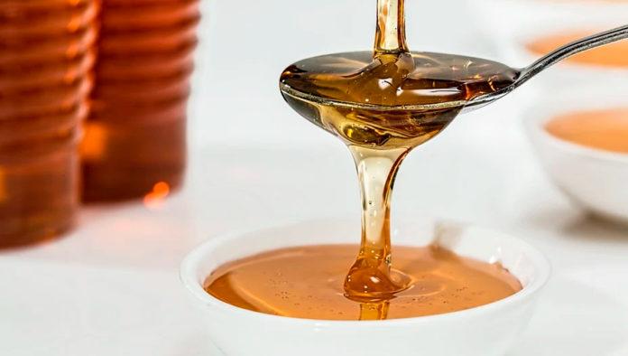 Tres mascarillas con miel que le encantarán a tu piel