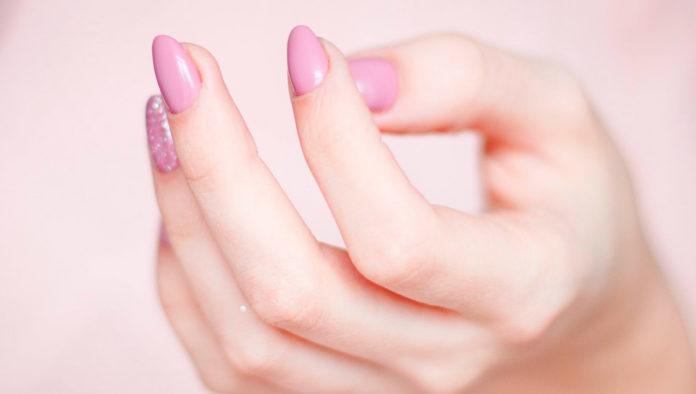 ¿Se te rompen las uñas con frecuencia? Prueba con estos consejos para evitarlo